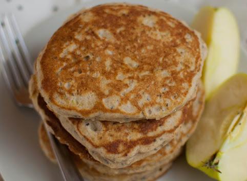 Śniadaniowo mi #15: Jabłkowe pancakes z chia