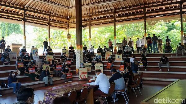 Buruh di Bali Kecam Pengusaha Kirim Surat PHK via Pos