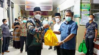 Gubernur Semangati Tenaga Kesehatan sedang Bertugas di Bukittinggi