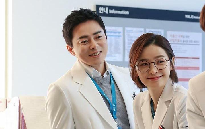Hóa ra chính Jo Jung Suk đòi cho Jeon Mi Do đóng Hospital Playlist: Cô ấy là điều duy nhất cuốn hút tôi - Ảnh 3.