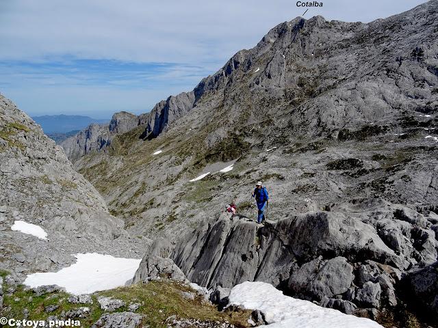 Vistas hacia el Pico Cotalba en Picos de Europa.