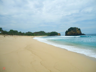 Pesona Pantai Ngudel