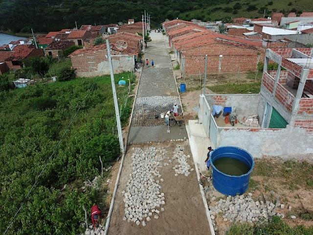 Prefeitura segue com obra de pavimentação na Rua Manoel Ferreira da Silva