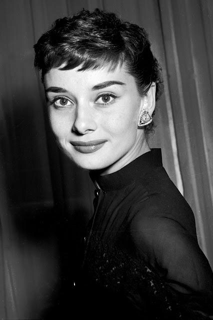 tóc mái siêu ngắn Audrey Hepburn