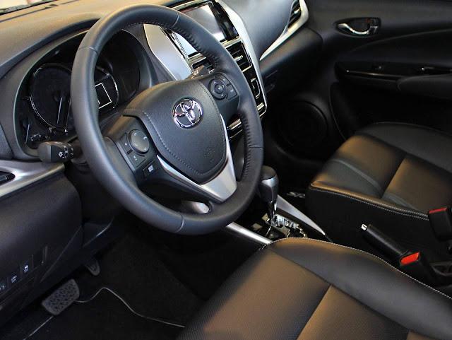 Toyota Yaris XLS 1.5 CVT 2019 - espaço traseiro