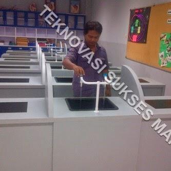 Meja Laboratorium Sekolah