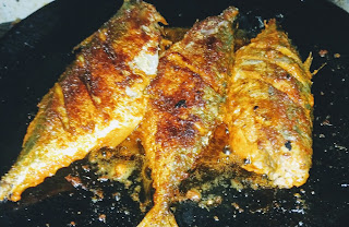 One side crisp golden fried mackerel bangda fish Tawa fry Recipe