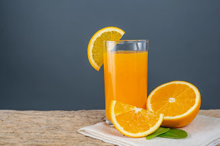 كوب عصير البرتقال