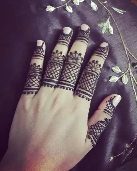 simple-mehndi-design-for-fingers