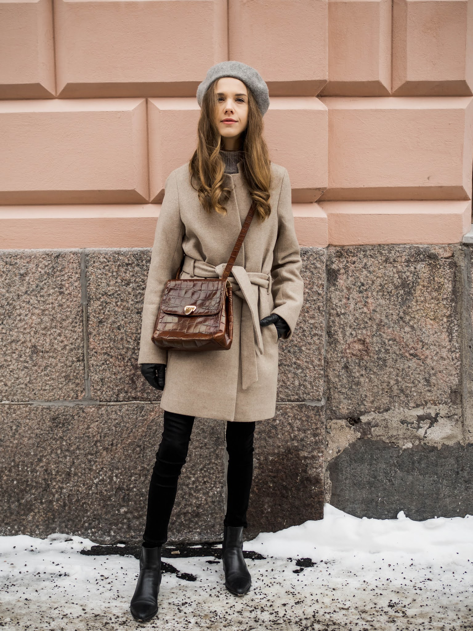 Alkukevään pukeutuminen: lyhyt villakangastakki ja baskeri // Late winter and early spring outfit inspiration with wool blend jacket and beret