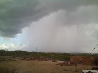 Resultado de imagem para foto de chuva em carnaubais