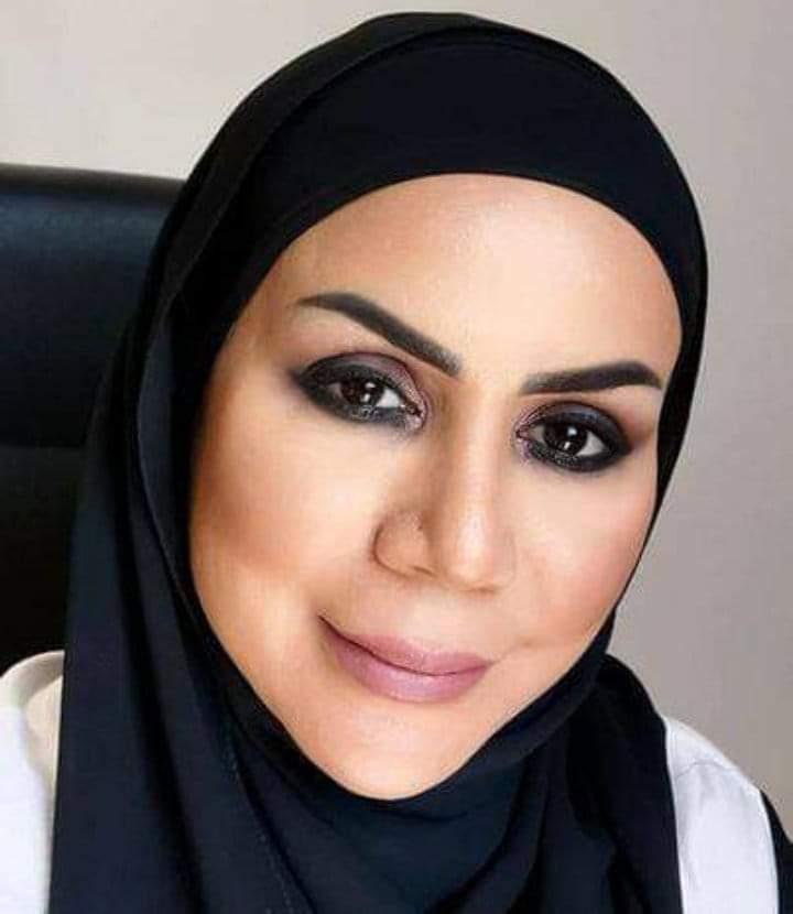 """"""" الأكاديميين والعلماء العرب """" يهنئ الدكتورة عائشة الدرمكي لحصولها علي وسام الاستحقاق بسلطنة عمان"""