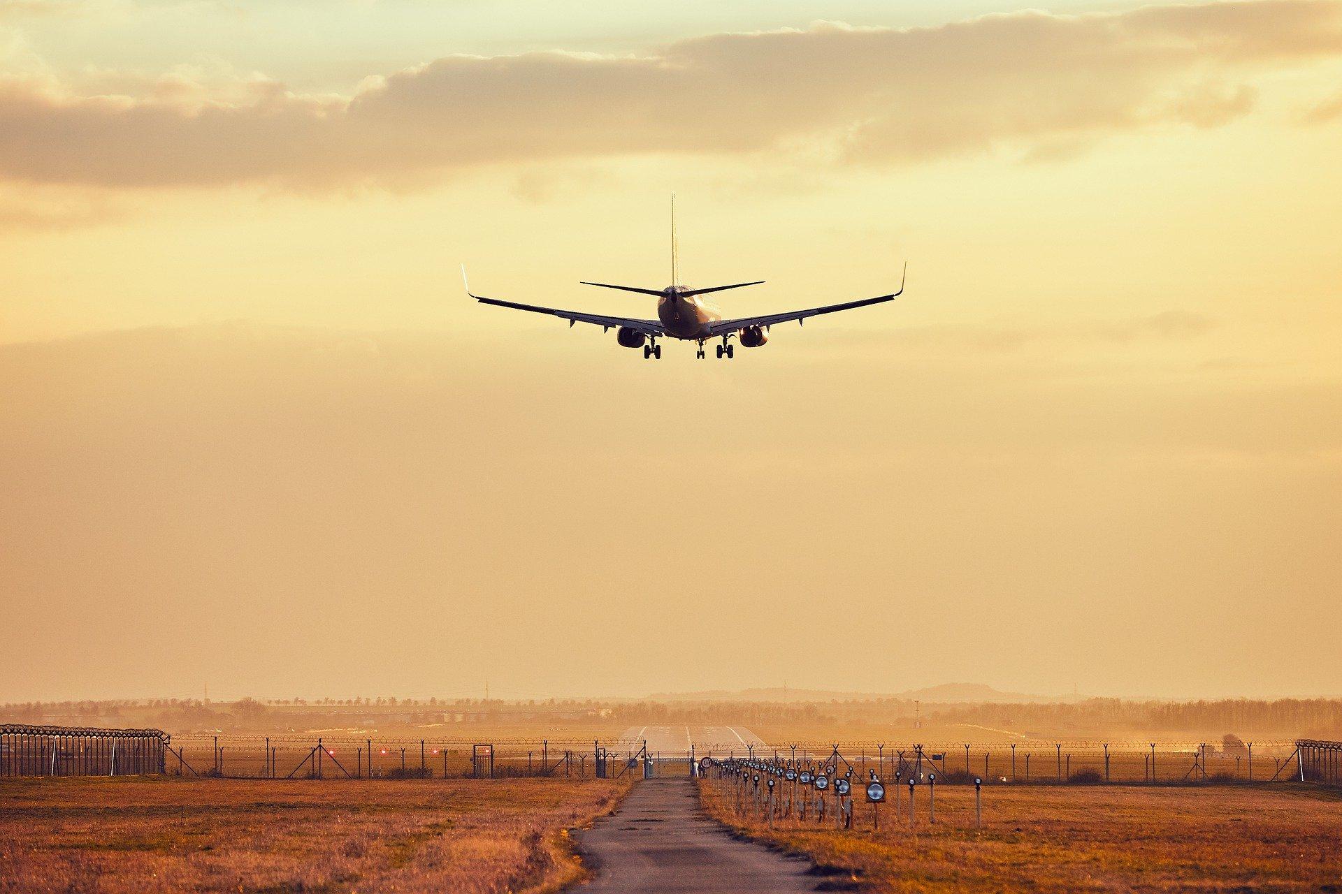 بحث فكرة إنشاء مطار جديد بالرياض