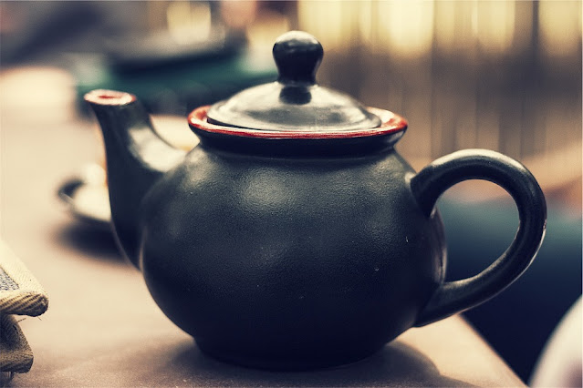 A black and red teapot for my February post