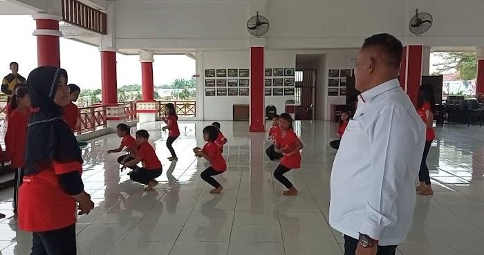 Nanang Ermanto Izinkan Penggunaan Fasilitas Aula Sebuku untuk Latihan Tari