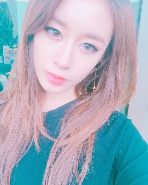 Birthday girl JiYeon thanks fans with her pretty selfie ...