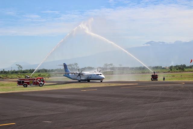 Garuda Indonesia ATR 72-600 Water Salute