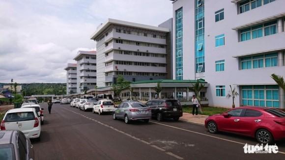 Bệnh viện ngàn tỉ mới bàn giao đã… dột tứ bề - ở đâu cũng thấy chạy dự án