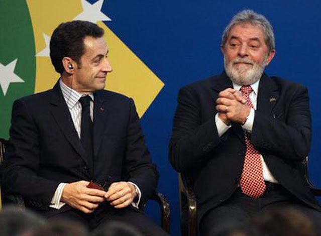 El presidente francés, Nicolás Sarkozy, y su homólogo brasileño, Luis Inacio Lula da Silva, en un momento de la conferencia de prensa conjunta