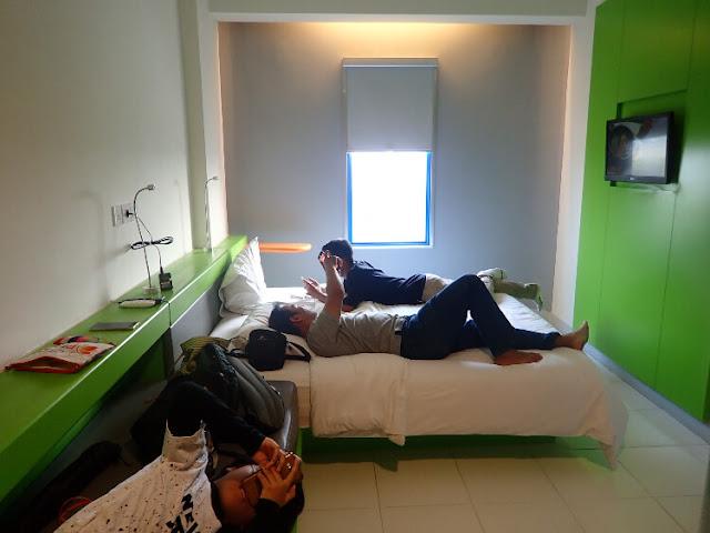 kamar di hotel pop, fasilitas hotel pop bsd city