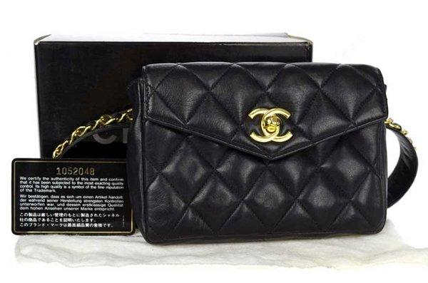 Những chiếc túi Chanel xịn đều có tem mác rất cẩn thận