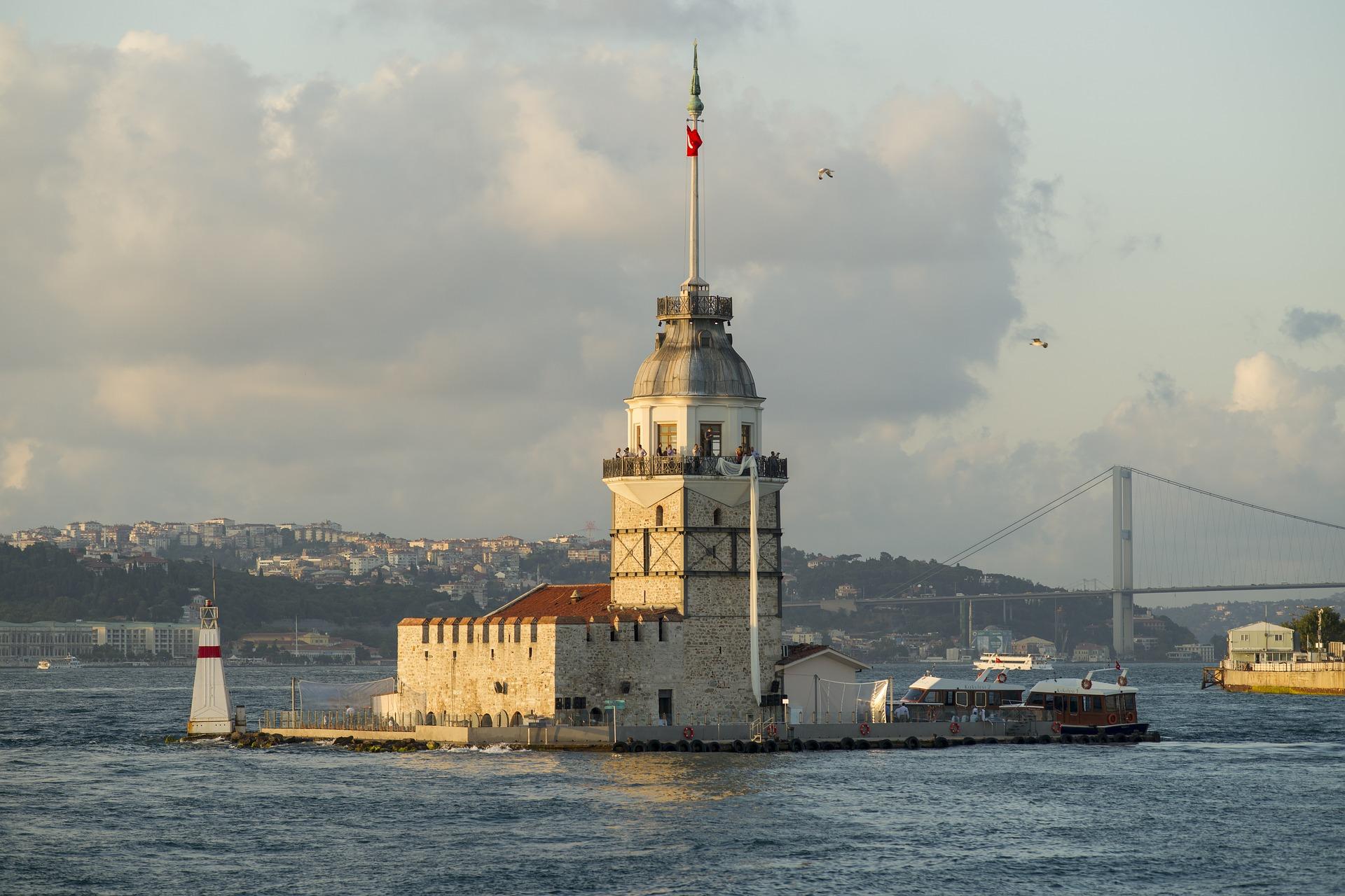 """صور لبرج الفتاة في إسطنبول الموجود في وسك البحر على مضيق البوسفور """" girl tower """""""