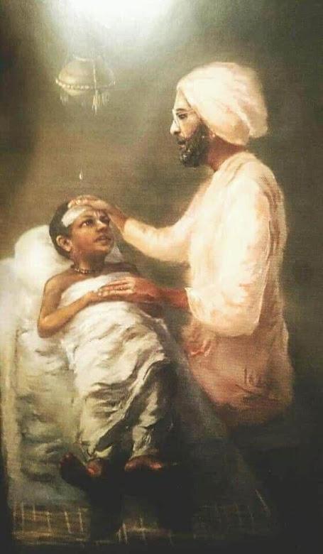 Srila Bhaktivedanta Narayan Goswami Maharaja tomando cuidados del pequeño Subhananda brahamachari, más tarde conocido como Sripad BV Tirtha Maharaja