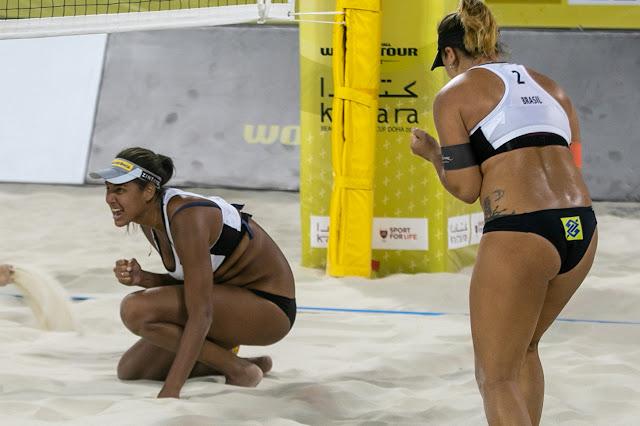Ana Patrícia e Rebecca comemorando classificação para as quartas de final do Katara CUp, em Doha