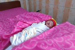 Tali Pusatnya Dikerubungi Semut, Bayi ini ditemukan Pemulung Ketika dibuang di Dalam Selokan