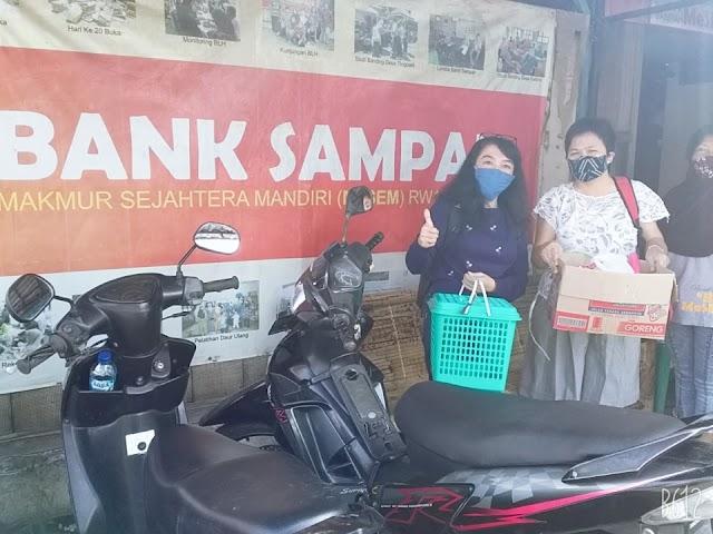 """MENABUNG DI BANK SAMPAH """"MESEM"""" RW 11 KAUMAN YOGYAKARTA"""