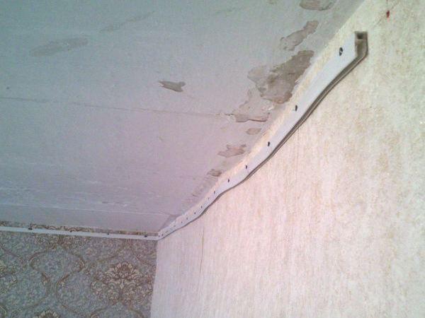 Натяжной потолок на кривые стены