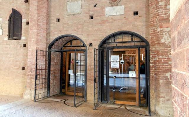 Entrada do Museo Civico em Siena