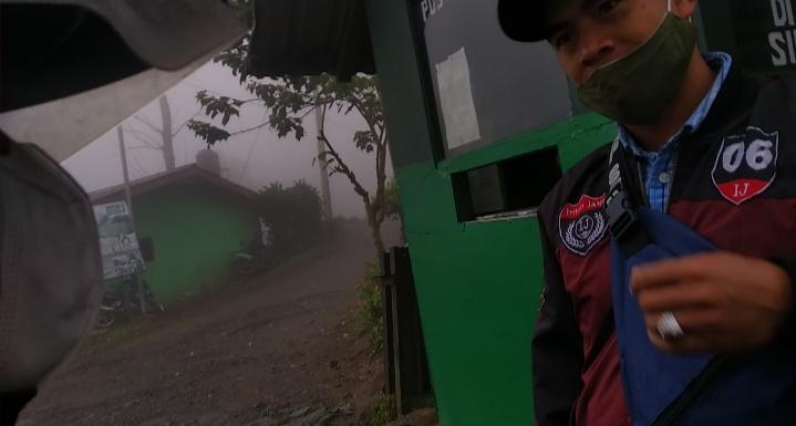 Gerbang masuk menuju telaga warna & gunung kencana