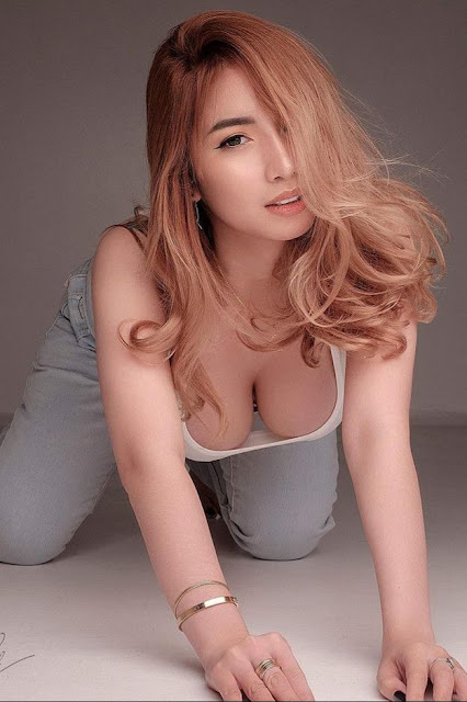 Hot and sexy big boobs photos of beautiful busty asian hottie chick Pinay booty model Loraine Lna photo highlights on Pinays Finest sexy nude photo collection site.