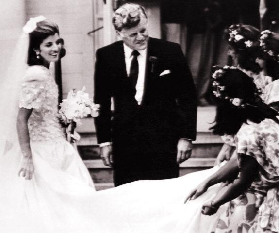 Caroline Kennedy Wedding Gown: Caroline Kennedy Wedding Sizzling Photos