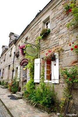 Le belle case fiorite di Locronan