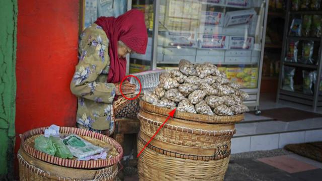 http://www.inivirals.xyz/2020/06/masya-allahjual-bawang-sambil-mengaji.html