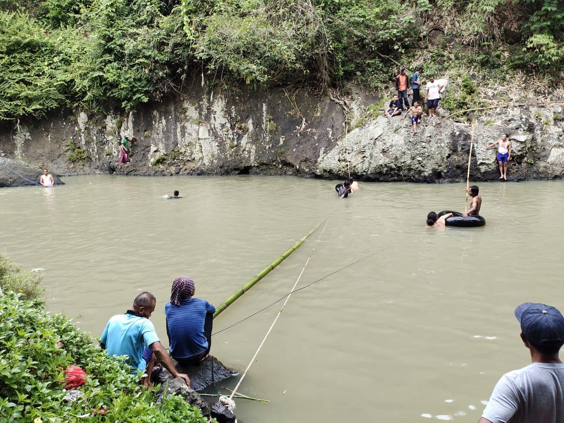 Nekat Berenang Disungai Deras, Santri Asal Bogor Hilang Terbawa Arus