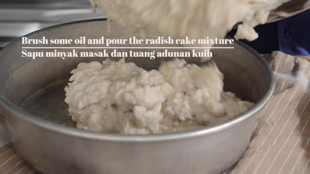 Prepare heatproof dish for steaming the turnip cake