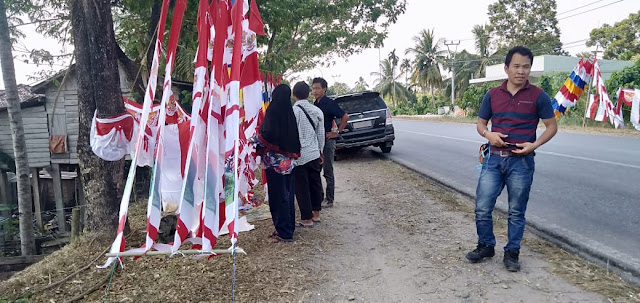 Pedagang Musiman Bendera Jelang HUT RI Tembus Omset Rp500 Ribu