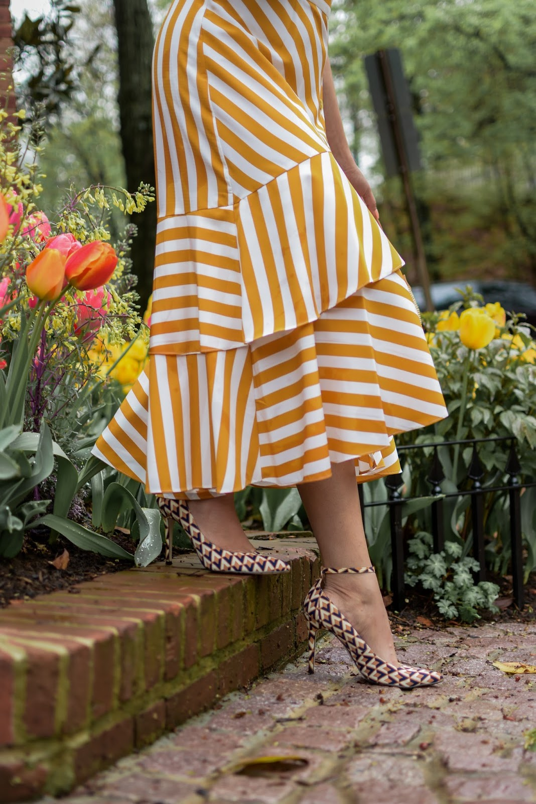 TOPSHOP STRIPE dress nordstrom, spring must have, spring ootd, spring fashion, pri t on print, yellow stripe dress, street ootd, myriad musings
