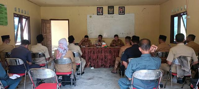 Camat Bakung Serumpun Memimpin Rapat Koordinasi dengan Seluruh Kepala Desa