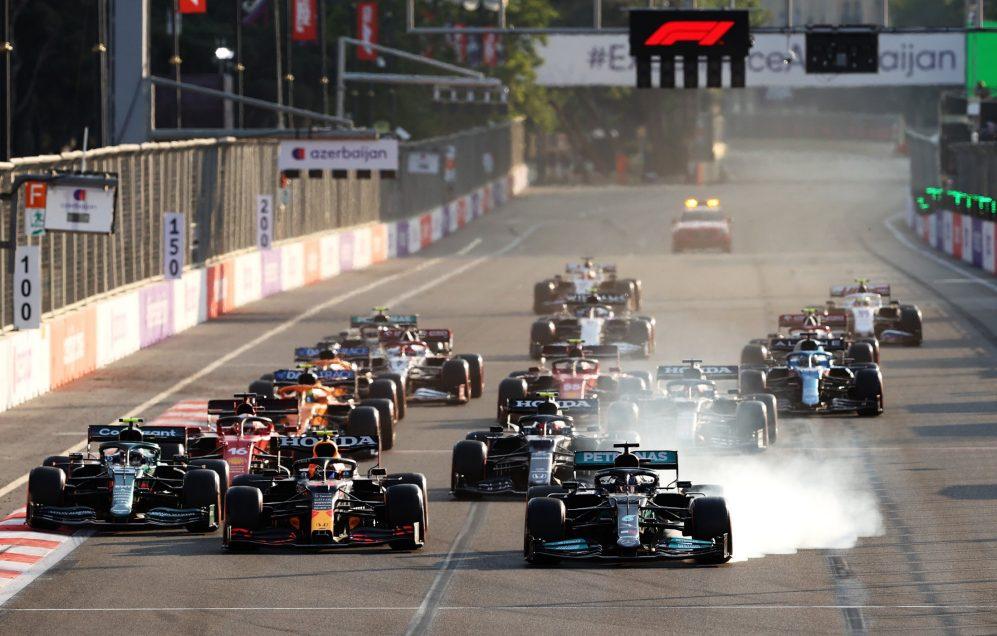 E se… Hamilton não tivesse acionado o botão 'mágico' em seu Mercedes na reinicialização final