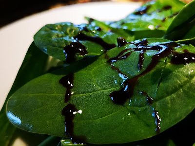 Spinach salad with olive oil and balsamic reduction