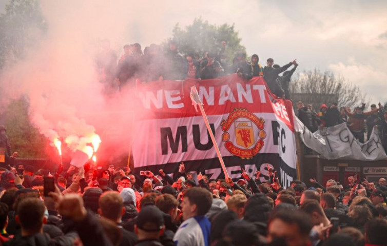 Protests from Manchester United fans (Twitter)