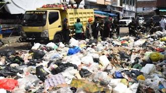 Dedi Mulyadi Bersihkan Sampah Di Daerahnya Kerahkan Truk