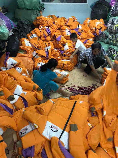 Áo khoác từ thiện màu vàng cam