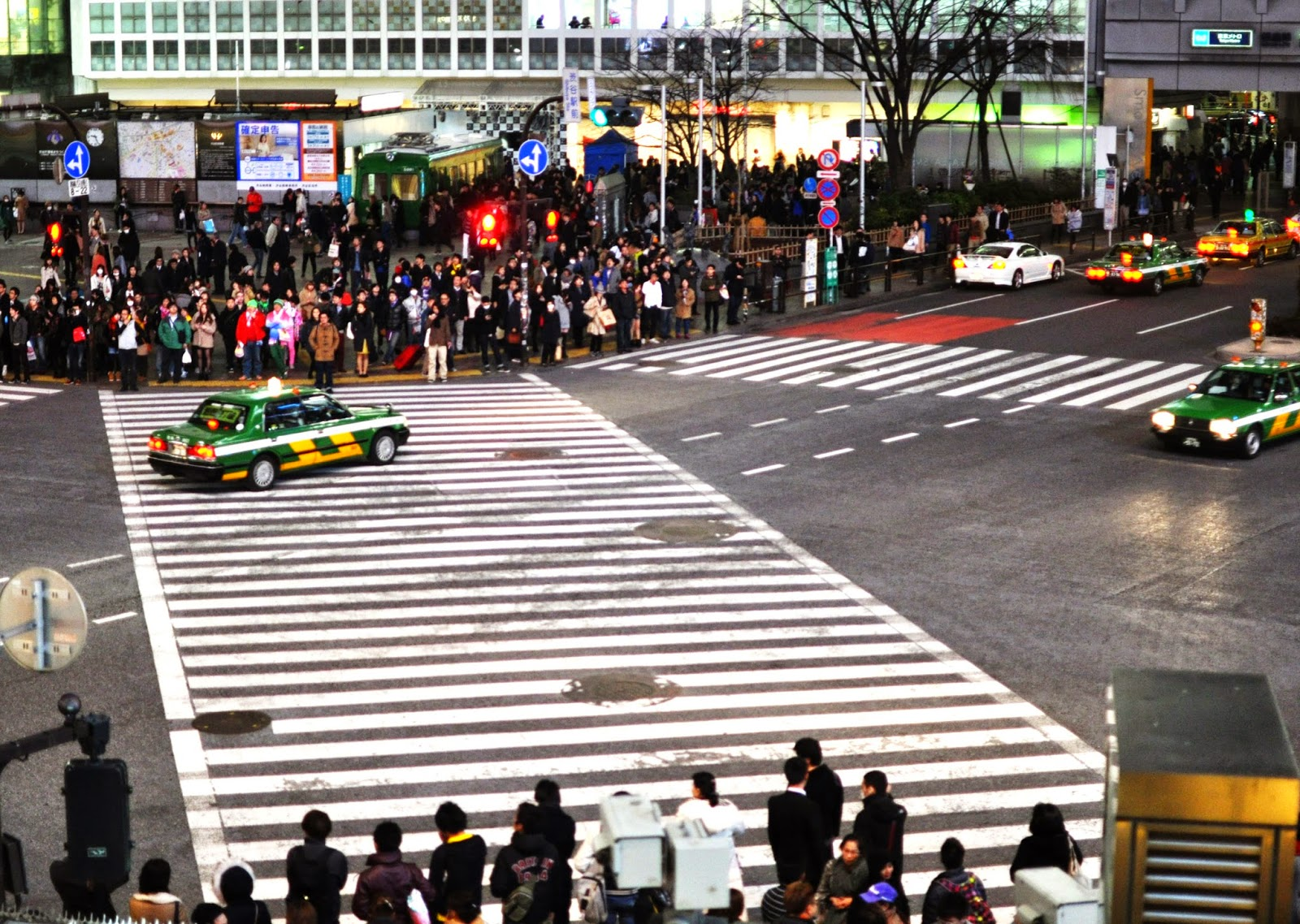 Shibuya intersection crossing japan pedestrians