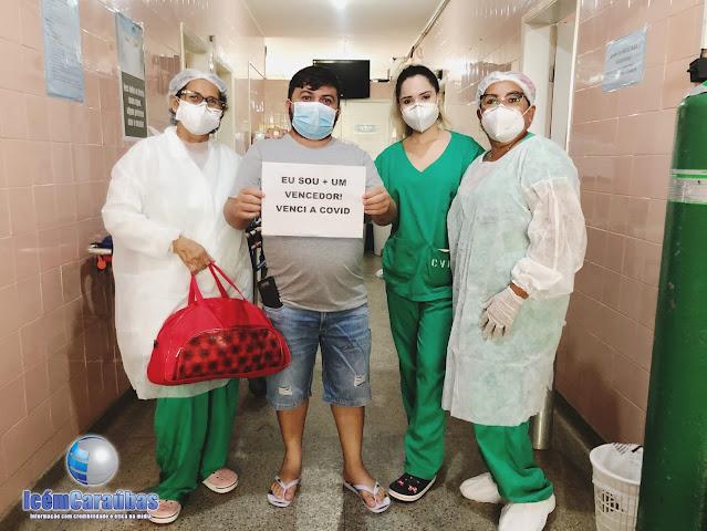 Paciente de Almino Afonso vence a Covid-19 e é aplaudido pelos profissionais do Setor de COVID 19 do Hospital de Caraúbas