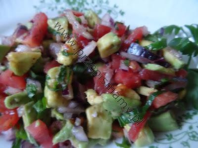 Sałatka z awokado i pomidorów